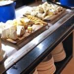 קייטרינג חלבי מגשי אירוח קייטרינג כשר גבינות